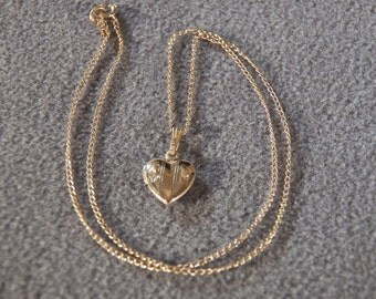 Vintage Gold Filled Heart Locket Necklace, A Charming Dainty Piece **RL