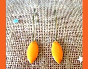 Shuttle earring orange