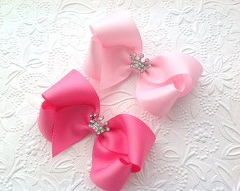 Princess bow: Pink hair bow with crown. Girls hair bow. Princess Hair bow. 4 inch bow. Pageant  bow, Baby bow, Toddler bow, crown bow.