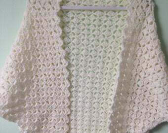 Cream Triangle Shawl, Off White Shawl, Cream Crocheted Wrap, Off White Yarn Wrap, Bridal Cream Shawl, Prom Shawl Shawl, Wedding Shawl