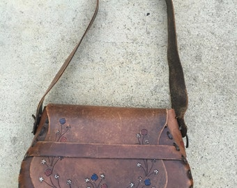 Vintage 70's tooled leather floral saddle bag artisan stamped dark leather stunning bohemian hippie chic gypsy traveller