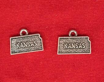 """BULK! 30pc """"Kansas"""" charms in antique silver (BC1085B)"""