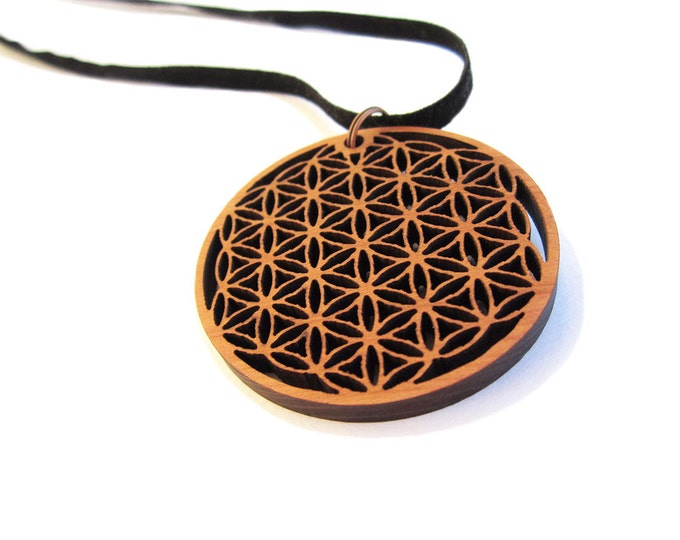 FLOWER OF LIFE pendant engraved on cedar wood Ø 5 cm