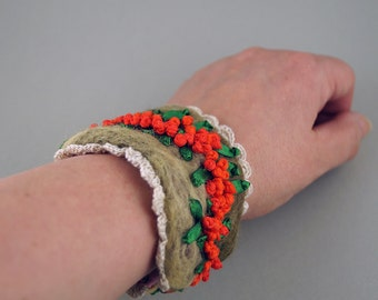 Bracelet with embroidery, Felt Bracelet with Ribbon Embroidery, cuff with hand embroidery, 18,5 x 5,5 cm