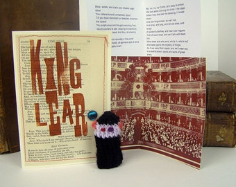 Shakespeare. King Lear. Shakespeare gift box, with knitted Lear actor, fold out stage, famous speeches.