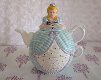 STUDIO 56, Cinderella Storybook, teapot and breakfast cup for one, lovely condition, 6 inches tall, mailed from Canada