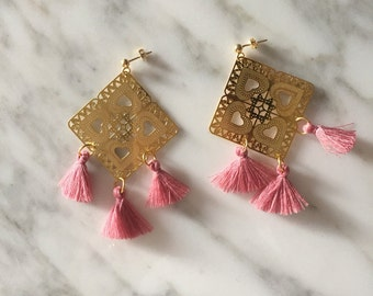 Earrings with filigree and tassel