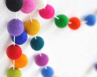 Pom Pom Garland - feutre boule guirlande - guirlande de balle de feutre enfants chambre - sexe neutre Garland - salle de jeux décoration neutre