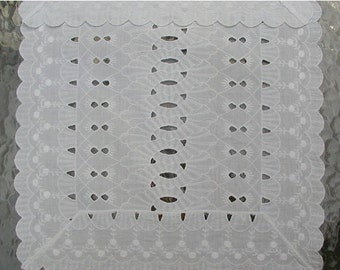 Eyelet Runner with Intricate Stitching and Design