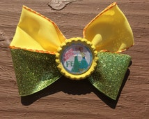 Kindergarten hair bow. Pre-K and First Grade Hair Bow. Frozen Fever inspired yellow and green glitter hair accessory. Back to school