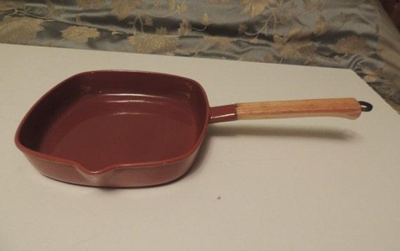 "Vintage Listlet Enamelled Cast Iron  Frying Pan SKILLET Brown 9 1/2"" x 9 1/2"""