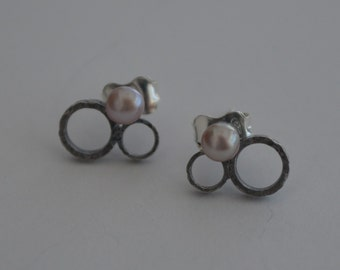 Delicate earrings with pearls