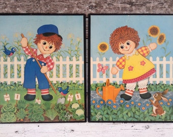 Raggedy Ann & Andy lithograph picture set, plaques, prints, frame 1970s Cheerful vintage nursery wall décor boy and girl flowers birds bunny