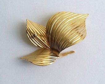 Amazing Vintage Signed Marvella Gold Tone Flower Pin Brooch