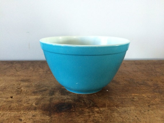 pyrex bowl vintage primary blue