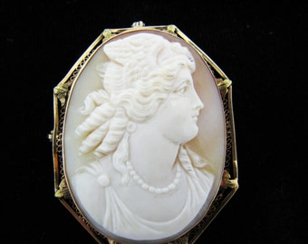 a867 Vintage 14k Yellow Gold Carved Cameo Convertible Brooch Pendant with Pearls