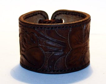 Leather cuff, cuff with flower ornament, great gift for women, hight quality handmade leather bracelet, unique gift for women.