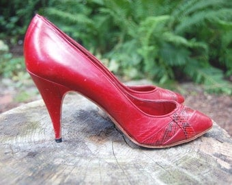 Vintage 1970s Red Leather Heels with Red and Black Snakeskin Detail / Size 7.5