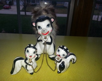 Vintage Early 1950s Japan Chained Skunk Mother with Two Babies CUTE!