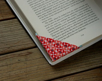 MTO 2 corner bookmarks - Red pattern