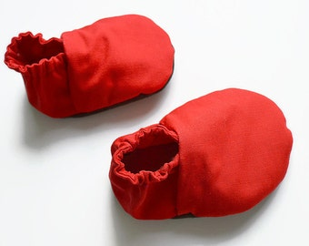 Red babygirl shoes,red soft sole shoes,toddler shoes,girl baby booties,red crib shoes,red baby Christmas gift,holiday shoes,prewalkers