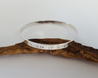 Family and Friendship Latin Saying Stamped Silver Bangle -Familia et amicitia