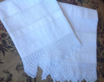VINTAGE. PILLOWCASES. CROCHET. Pair of pillowcases. White on white. Pair of pillowcases with crocheted edging.