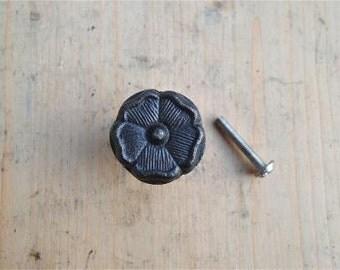 Antique style English Tudor Rose iron knob WH60