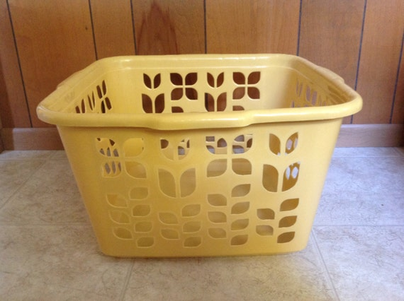 Vintage Rubbermaid Laundry Basket In Yellow / Gold Gold