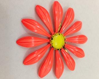 Vintage metal large orange daisy flower brooch pin
