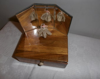 A French musical jewellery box with ballerina