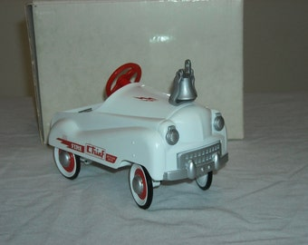 SALE! 40.00 Hallmark Fire Chief Truck/Kiddie Classics/QHG9006/White/ Truck with Red wheels and Steering Wheel/#259/19,500/Low Number!!Toy 8'