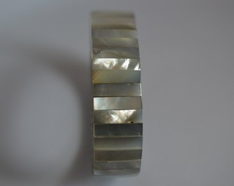 Watchband style Mother of Pearl Stretch Bracelet (1025031)