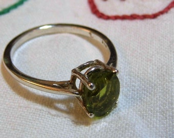 Peridot Sterling Silver Ring Green Oval Gem Cut Natural