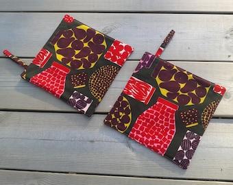 Modern potholders made from Marimekko fabric, hot pads, quilted trivet pot holders, Scandinavian kitchen decor