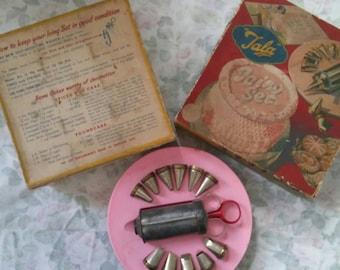 Vintage kitsch 1940s / 1950s tala icing set in original box