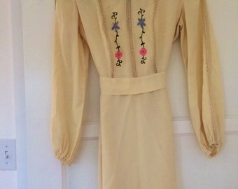 Vintage 70s Collared Easter Dress