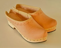 Leather clogs with wooden sole (rubber layer under the wood)