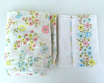 Vintage 1960's Bed Sheet Set by Grants - 1 Fitted Sheet (Full Size), 1 Pillowcase - Blue, Yellow, Pink Daisy Bouquets - Retro Flower Bedding