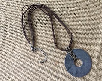Pendant modern necklace/ hammered metal pendant necklace