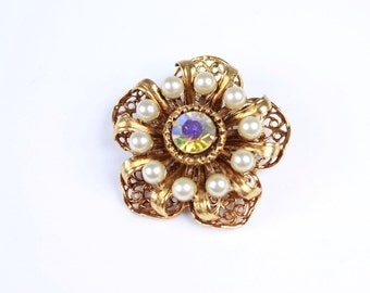 Beautiful Vintage Flower Brooch with Pearls and Rhinestone