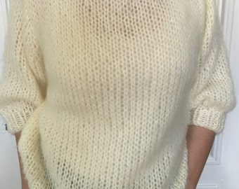 Creamy white jumper with 3/4 sleeves