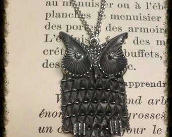 Cute vintage silver colored wise owl pendant