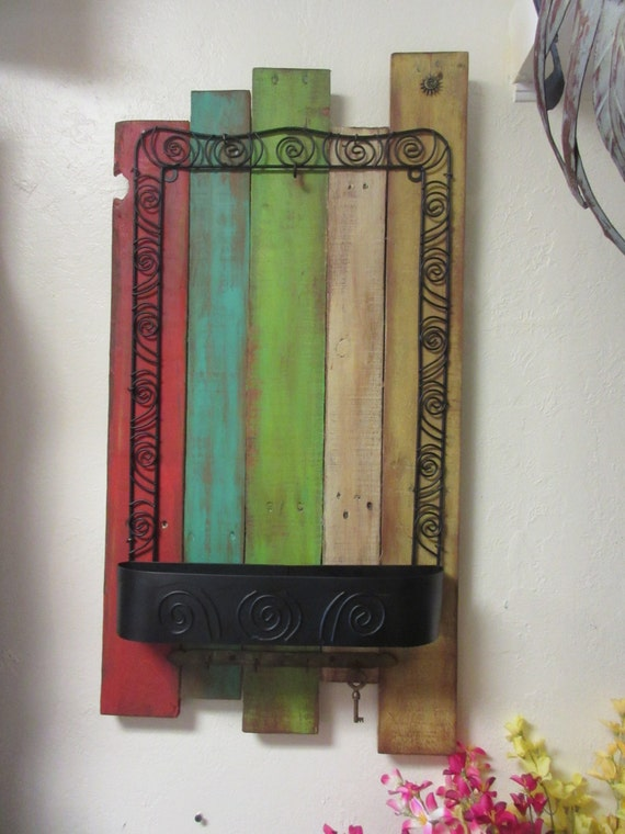 Hippy gypsy smaller hangin pallet wood hall tree wall - Adding character to your hallway with a hall tree ...