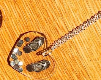 havaianas heart resin necklace