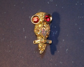 Cute Owl Pin/Brooch - Small is Delightful!