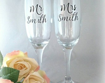 Wedding glasses, wedding flutes, wedding wine glasses, wedding decor,  Mr and Mrs, wedding drinks, toasting glasses, champagne flutes, gift