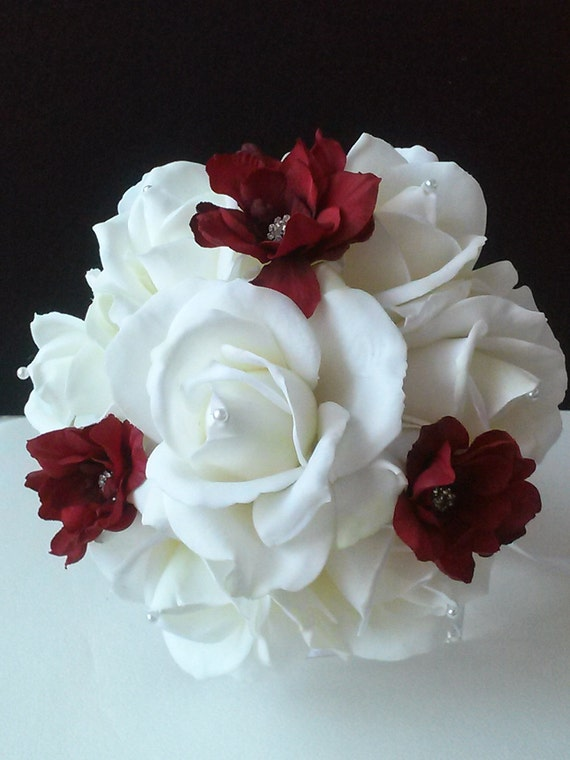 Bridal Bouquet Throwing : Red and white bridal toss bouquet away real touch