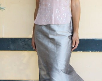 Vintage chic soft pink collar top with silver prints.size s,m