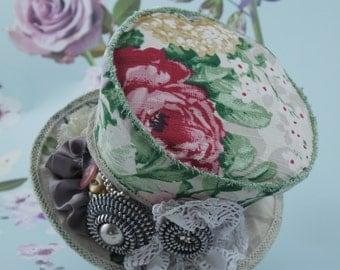 Romantic steampunk style mini top hat